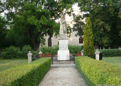 Földeák világháborús emlékmű 2014.05.24. küldő-Sümec (2)