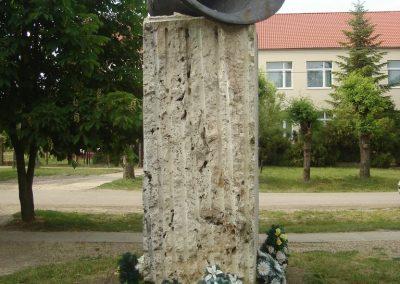 Földes II.vh emlékmű 2009.05.16.küldő-Huszár Peti (7)