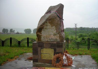 Földvár-Fogolytáborban elhunyt katonák emlékműve 2007.12.07.küldő-Nagy Zsolt (1)