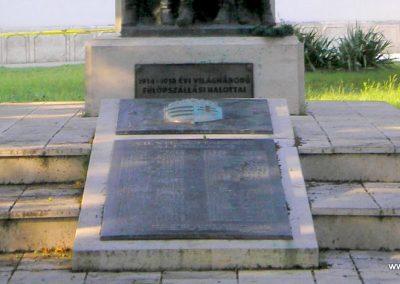 Fülöpszállás világháborús emlékmű 2007.05.30. küldő-Gabi 22 (9)