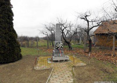 Fülpösdaróc világháborús emlékmű 2014.11.22. küldő-kalyhas (1)