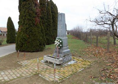 Fülpösdaróc világháborús emlékmű 2014.11.22. küldő-kalyhas (3)