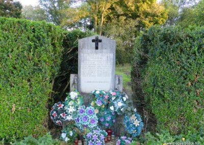 Fürged II. világháborús emlékmű 2014.10.19. küldő-Huber Csabáné