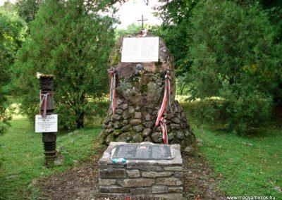 Füzér világháborús emlékművek 2011.08.09. küldő-megtorló (1)