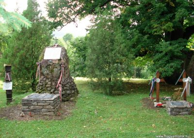 Füzér világháborús emlékművek 2011.08.09. küldő-megtorló