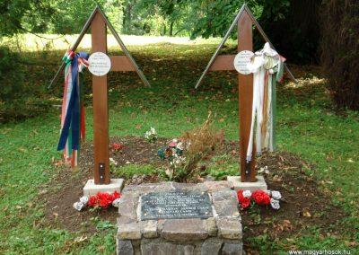 Füzér világháborús emlékművek 2011.08.09. küldő-megtorló (6)