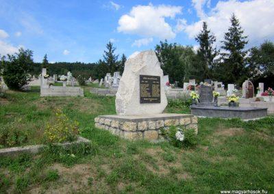Füzérkomlós világháborús emlékmű 2012.08.18. küldő-kalyhas (1)