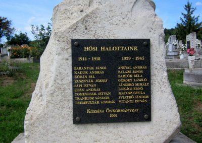 Füzérkomlós világháborús emlékmű 2012.08.18. küldő-kalyhas (3)