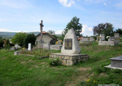 Füzérkomlós világháborús emlékmű 2012.08.18. küldő-kalyhas (5)