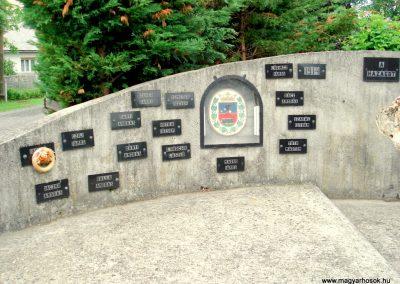 Füzérradvány világháborús emlékmű 2012.06.08. küldő-megtorló (2)