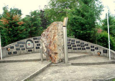 Füzérradvány világháborús emlékmű 2012.06.08. küldő-megtorló (8)