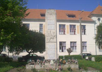 Füzesgyarmat világháborús emlékmű 2008.04.14.küldő- egy magyar anya (2)