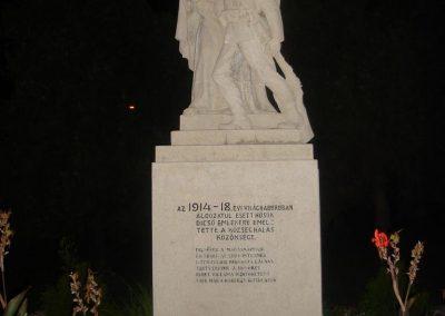 Farád I.vh emlékmű 2008.09.14.felújitás után küldő-Huszár Peti
