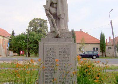 Farád I.vh emlékmű 2010.06.29. küldő-miki (1)
