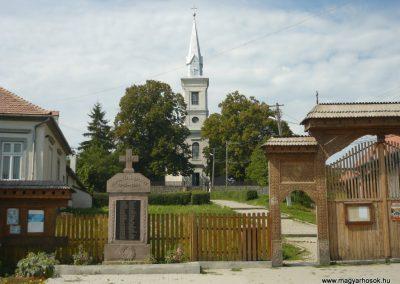 Farkaslaka II.vh emlékmű 2009.08.23.küldő-Ágca