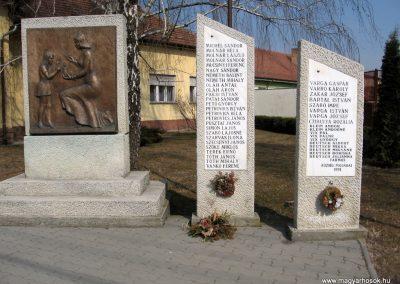 Farmos világháborús emlékmű 2011.03.11. küldő-kalyhas (3)