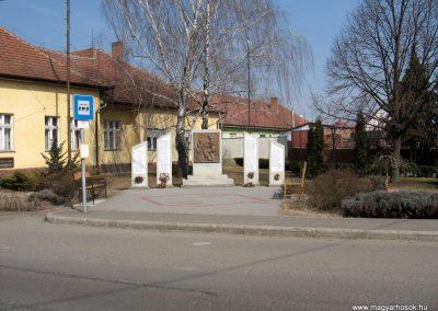 Farmos világháborús emlékmű 2011.03.11. küldő-kalyhas