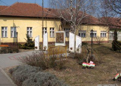Farmos világháborús emlékmű 2011.03.11. küldő-kalyhas (5)