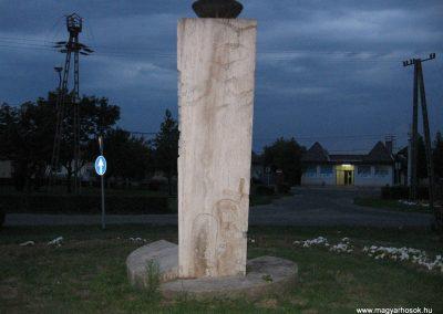 Fegyvernek II.vh emlékmű 2008.08.23. küldő-Kályhás (4)