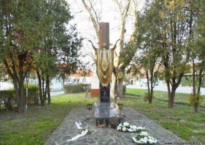 Felbár világháborús emlékmű 2014.12.21. küldő-Méri (1)