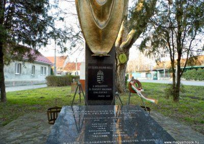 Felbár világháborús emlékmű 2014.12.21. küldő-Méri (3)