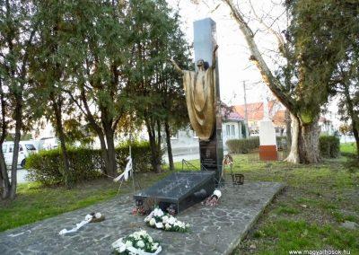 Felbár világháborús emlékmű 2014.12.21. küldő-Méri (7)