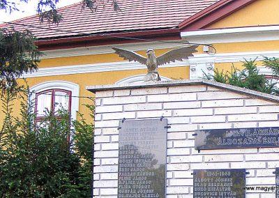 Felcsút világháborús emlékmű 2012.06.23. küldő-Méri (1)