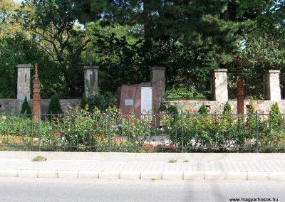 Felsőörs II. világháborús emlékmű 2007.08.25. küldő-Bóta Sándor
