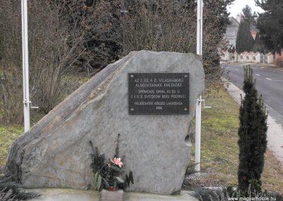 Felsőcsatár világháborús emlékmű 2009.01.13.küldő-gyurkusz (1)