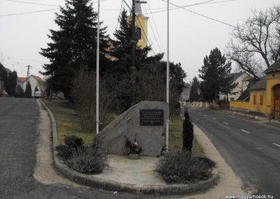 Felsőcsatár világháborús emlékmű 2009.01.13.küldő-gyurkusz