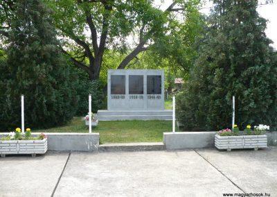 Felsődobsza világháborús emlékmű 2009.05.28.küldő-Gombóc Arthur