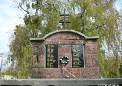 Felsőmocsolád világháborús emlékmű 2012.04.15. küldő-Sümec (3)
