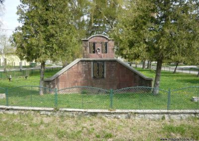 Felsőmocsolád világháborús emlékmű 2012.04.15. küldő-Sümec