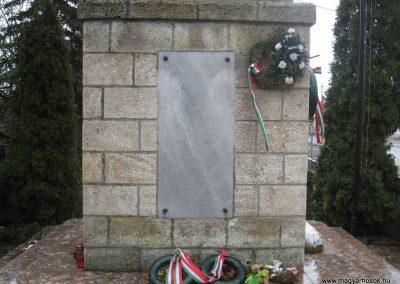 Felsőnyárád világháborús emlékmű 2008.03.02.küldő-Kályhás (2)