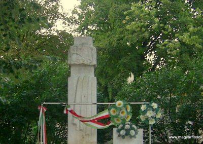 Felsőnyék II.vh emlékmű 2011.08.24. küldő-Bagoly András (1)