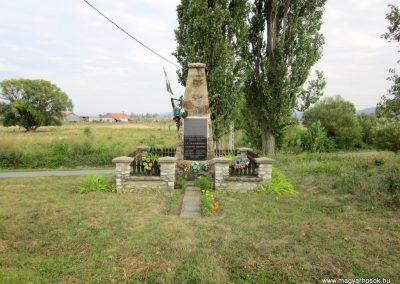 Felsőregmec világháborús emlékmű 2012.08.17. küldő-kalyhas (1)