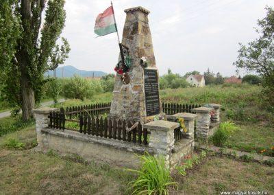 Felsőregmec világháborús emlékmű 2012.08.17. küldő-kalyhas (2)