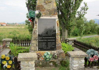 Felsőregmec világháborús emlékmű 2012.08.17. küldő-kalyhas (3)