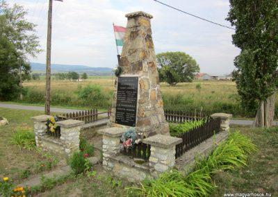 Felsőregmec világháborús emlékmű 2012.08.17. küldő-kalyhas (5)