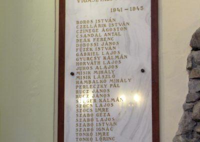Felsőszeli világháborús emléktáblák a róm.kat. templomban 2010.09.27. küldő-Szabados László (1)