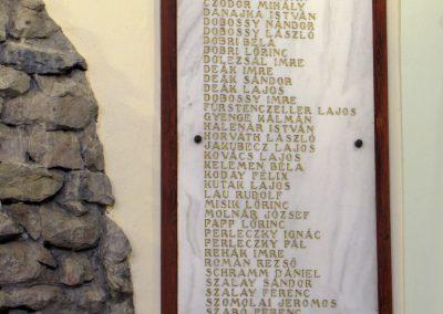 Felsőszeli világháborús emléktáblák a róm.kat. templomban 2010.09.27. küldő-Szabados László (2)