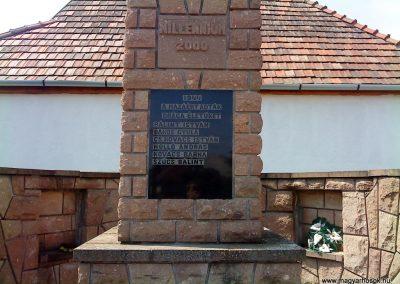 Felsőtelekes világháborús emlékmű 2009.08.12. küldő-Csiga (2)