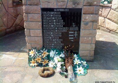 Felsőtelekes világháborús emlékmű 2009.08.12. küldő-Csiga (3)