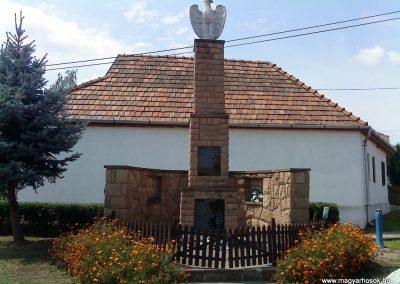 Felsőtelekes világháborús emlékmű 2009.08.12. küldő-Csiga