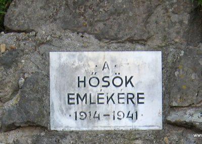 Felsőtold világháborús emlékmű 2007.04.10. küldő-kalyhas (2)