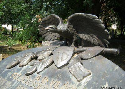 Felsőzsolca II. világháborús emlékmű 2015.08.04. küldő-Emese