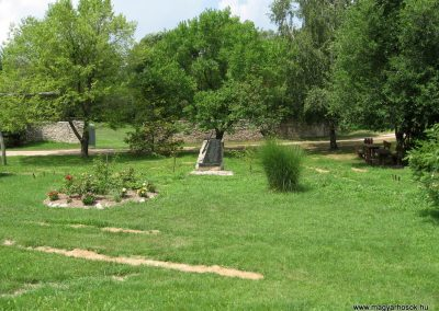 Fenyőfő II.vh emlékmű 2010.07.21.küldő-kalyhas