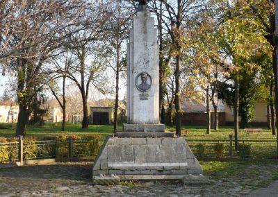 Gádoros I. világháborús emlékmű 2014.11.20. küldő-Sümec (8)