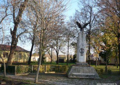 Gádoros I. világháborús emlékmű 2014.11.20. küldő-Sümec (9)