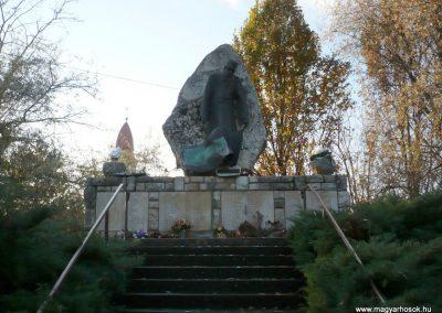 Gádoros II. világháborús emlékmű 2014.11.20. küldő-Sümec (1)